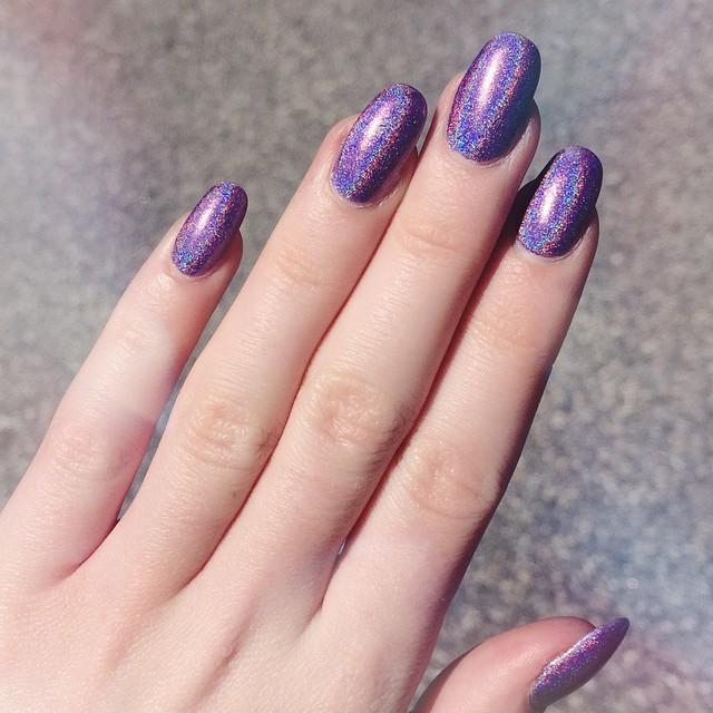 12-sparkle-holographic-nails